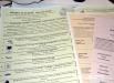 Избирателям выдавали сразу по несколько разных бюллетеней - в этот день выбирали не только депутатов областного совета, но и представителей органов местного самоуправления.