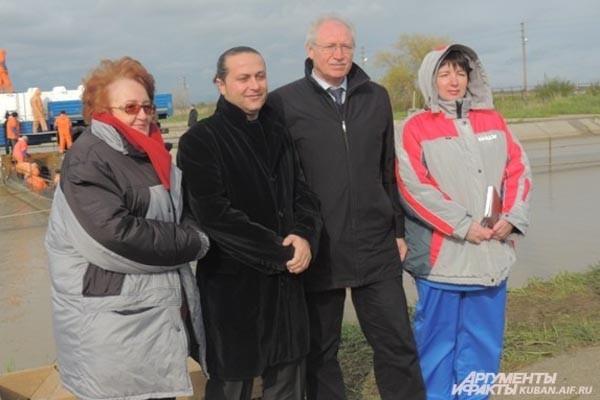 За выпуском рыбы наблюдало руководство «Кубань-Биоресурсы»