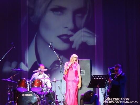 Лайма исполнила свою самую первую песню «Ночной костер»