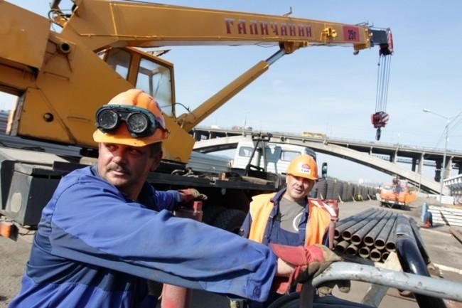 Перекладка магистральных трубопроводов на улице Дубровинского. Замена труб диаметром 500 мм на 700 мм. Длина участка - 250 метров.