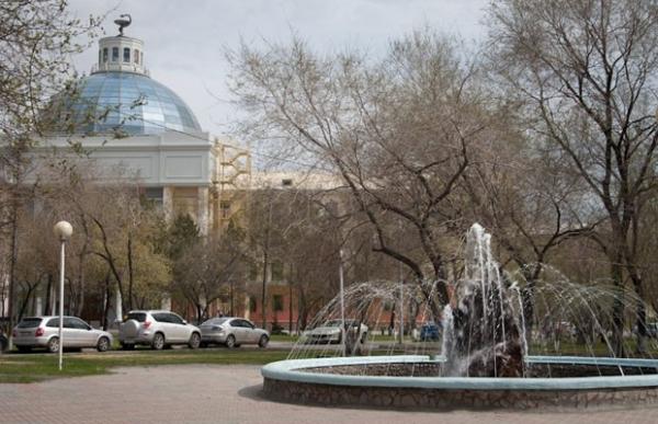 Фонтан возле Медакадемии