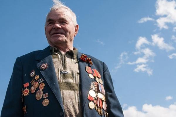 90-летний танкист Михаил Сметанин на войне получил три ранения. Но каждый раз восстанавливался и вновь шел в бой.