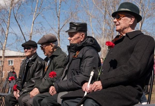 И после тяжелой войны они работали, не покладая рук, чтобы подарить нам светлое будущее.