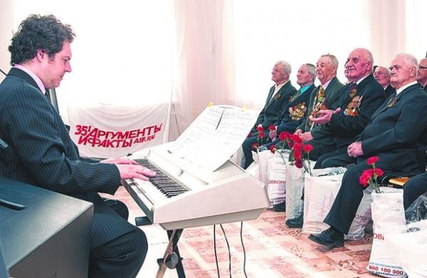 Каждый концерт начинался с исполнения Андреем Бардиным композиции из фильма Семнадцать мгновений весны.