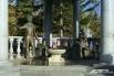 Фонтан в сквере возле памятника Пушкину и Гончаровой