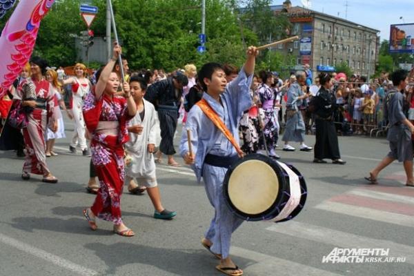 Наряды играют большую роль в параде.