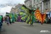 Красочное шоу итальянского уличного театра «Pavana»