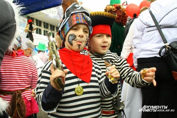 По улицам города разгуливали пираты