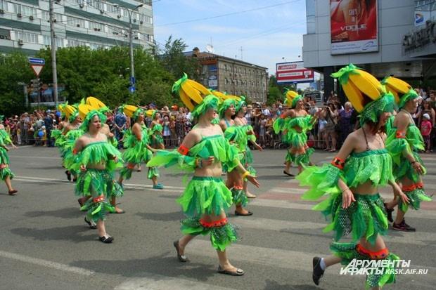 В парадном шествии участвовали дети