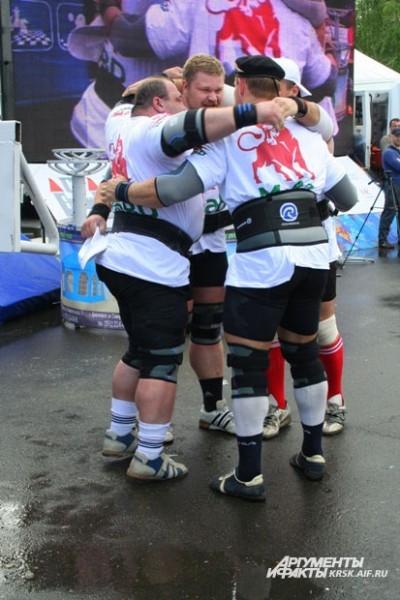 Российские спортсмены поддерживали друг друга и вместе радовались победам