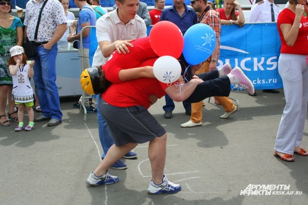 Некоторые подходили к соревнованиям креативно и брали с собой воздушные шарики