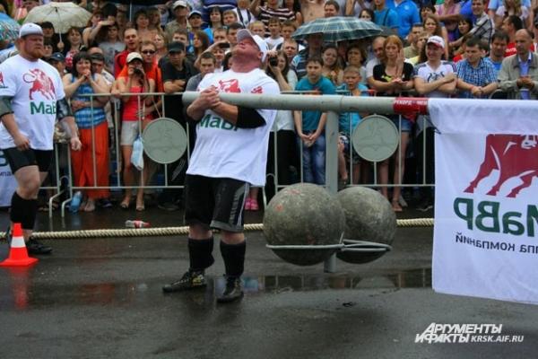 «Карусель», два шара общим весом в 300 килограмм.
