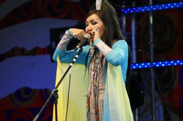 Одна из выступающих на концерте