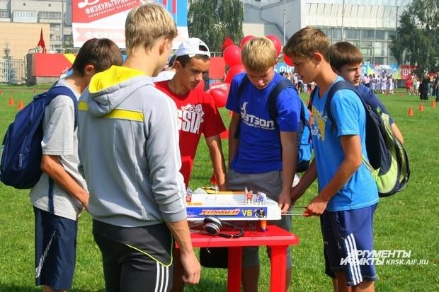Настольным футболом увлекались в основном подростки и молодежь
