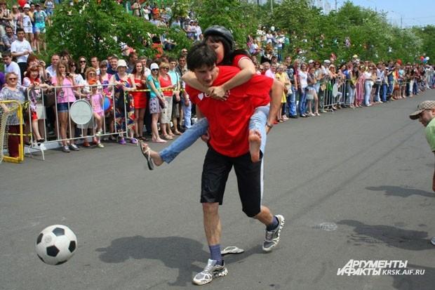 В конце дистанции участники должны были забить гол для успешного финиширования