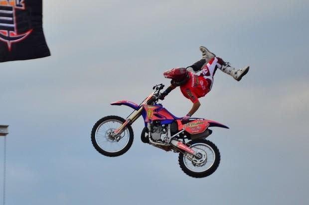 В момент прыжка адреналин получают не только спортсмены, но и зрители шоу