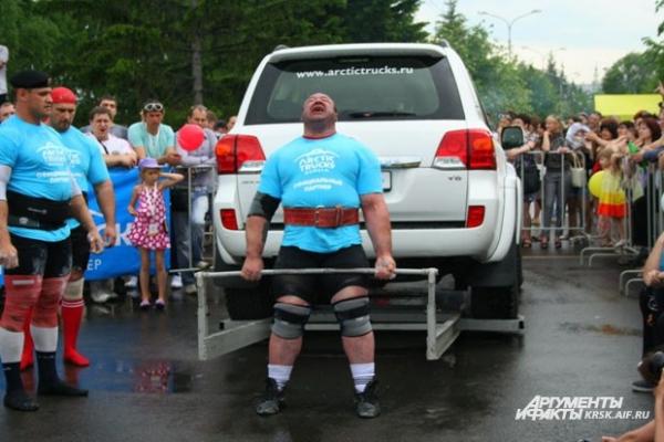 Команда США ни разу не смогла оторвать от земли большой автомобиль в отличие от команды из России. Ведь в России автомобили ломаются чаще