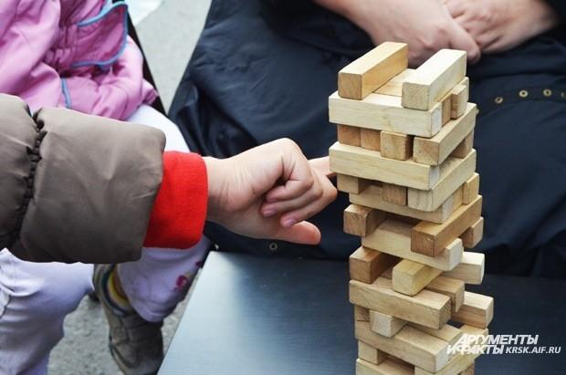 Антикафе accent holl предлагало поиграть в различные настольные игры, в том числе - любимую многими tower