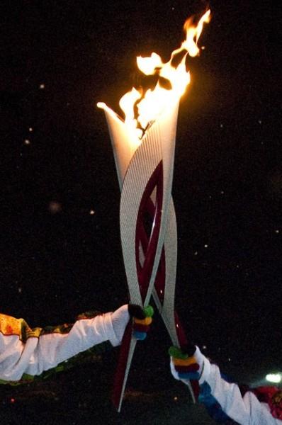 Передача Олимпийского огня.
