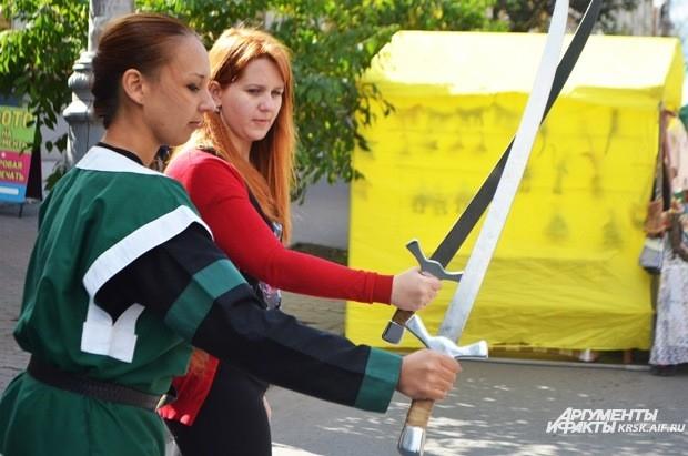Желающие взяли свой первый урок фехтования