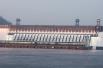 В честь праздничного события на Красноярской ГЭС включили иллюминацию.