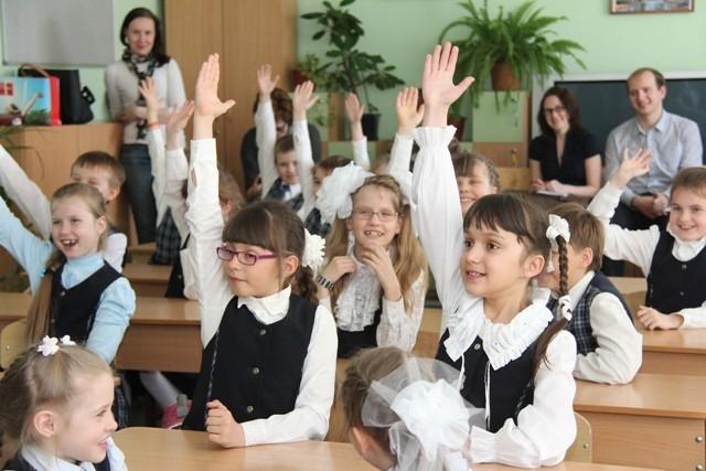 «Ребята, кто из вас пользуется Интернетом? А ну-ка поднимите руки!»