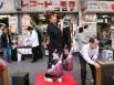 В одном банке я видела, как обслуживали пожилую японку, очень внимательно, кланяясь  – в этом было столько почтения, что я поразилась, насколько там уважительное отношение к возрасту!