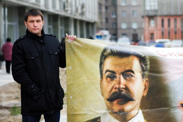 Инициатор пикета - кандидат в молодёжные мэры Новосибирска Александр Волокитин