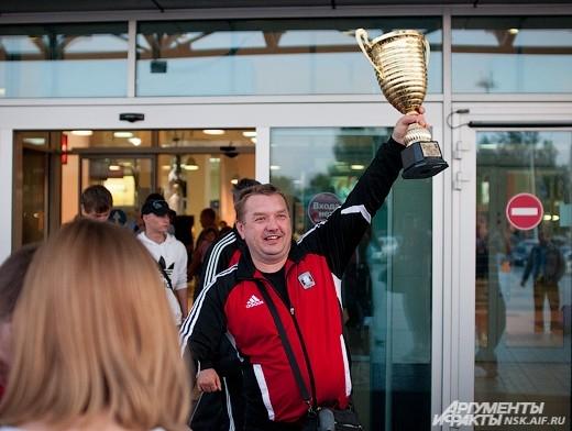 Мини-футбольный клуб «Сибиряк» стал серебряным призером чемпионата России.