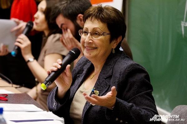 Дина Рубина рассказала журналистам:  живя отшельником -  без радио и телевизора - отвергала многие проекты и понятия не имела, что такое  «Тотальный диктант»