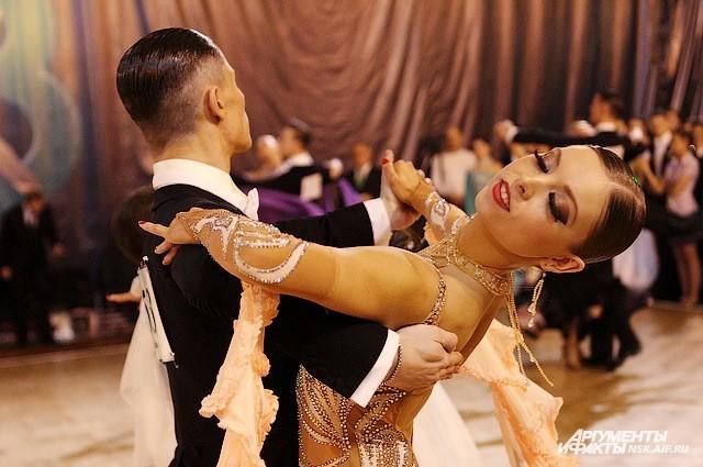 Турнир «Столица Сибири» является одним из самых крупных и красочных мероприятий по спортивным бальным танцам Сибирского федерального округа.