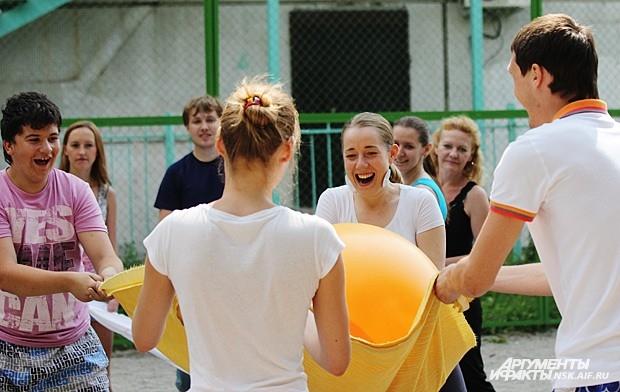 Е. Топоркова: « С ними-то мы и сыграли на одной из городских спортивных площадок»