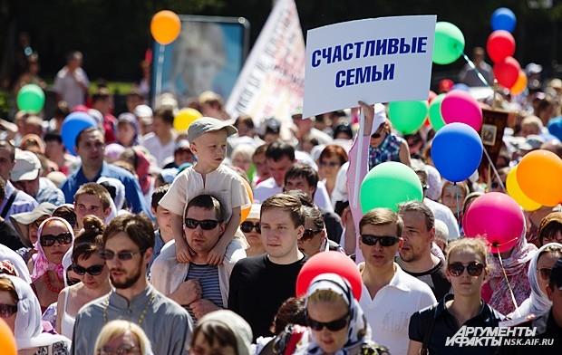 «Мы с друзьями надули тысячу шариков, — сказала Екатерина ДУБРОВСКАЯ, один из организаторов праздника, — и раздавали их всем участникам. Шариков хватило далеко не на всех!»