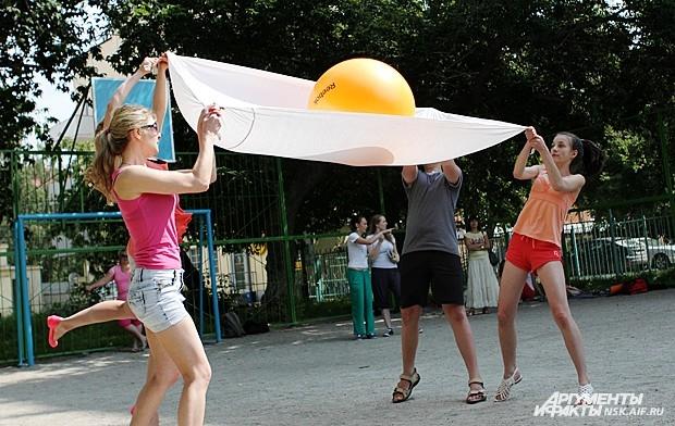 Е. Топоркова:  «Все были дико счастливы и впечатлены гениальной простотой идеи этой игры, что мы решили повторить этот опыт, но уже в рамках уличного Творца-2013»