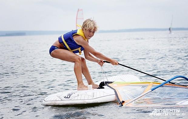 Если вы раньше не занимались спортом и не обзавелись крепким, сильным телом, вряд ли вы сразу найдете общий язык с парусом, который ловит ветер.