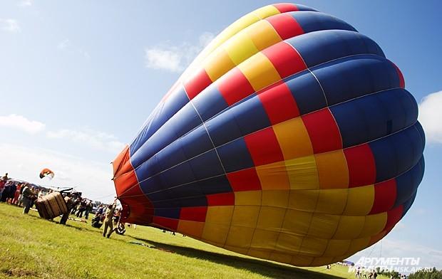 Кроме того, в небе над аэродромом прошли демонстрационные полёты на воздушных шарах.