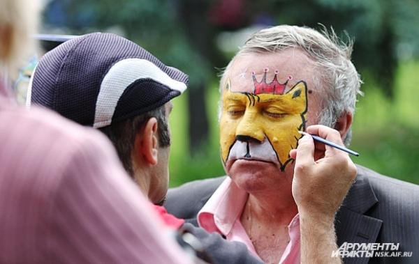 Художники по боди-арту с удовольствием разрисовывали лица и детям, и взрослым