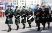 Маршировали не только классические трубачи и тромбонисты, но и представители Шотландии с волынками наперевес.