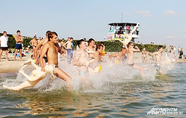 Всего в заплыве приняли участие более 50 новосибирцев