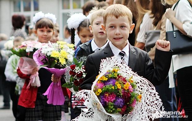 Учеников младших классов торжественного проводили в классы
