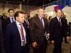 Дмитрий Рогозин и Василий Юрченко осматривают выставку «Технопром-2013». Вице-премьер задержался у стенда с продукцией наукограда «Кольцово».