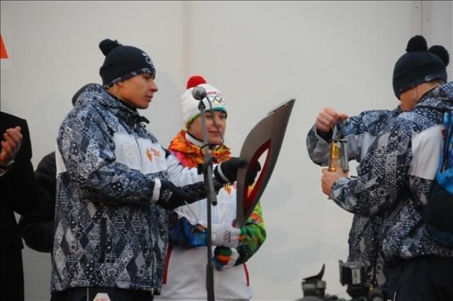Новосибирский этап эстафеты огня открыла двукратная Олимпийская чемпионка Анна Богалий.
