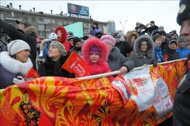 Жители региона встречают огонь приветственными аплодисментами