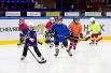 Юные хоккеисты на льду