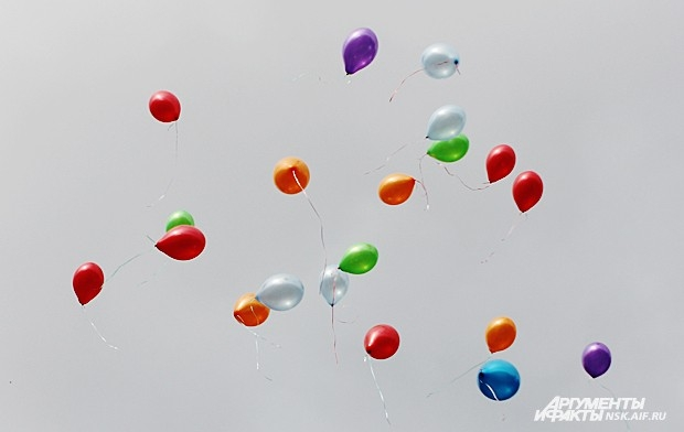 В некоторых школах в небо запустили воздушные шары