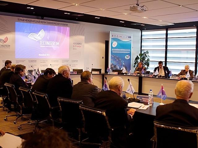 Круглый стол, на котором обсуждались вопросы интеграции ОПК и науки