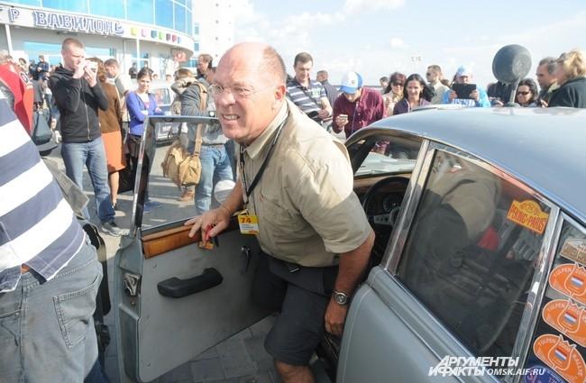 В Омске водители должны были переночевать и отправиться утром в Тюмень