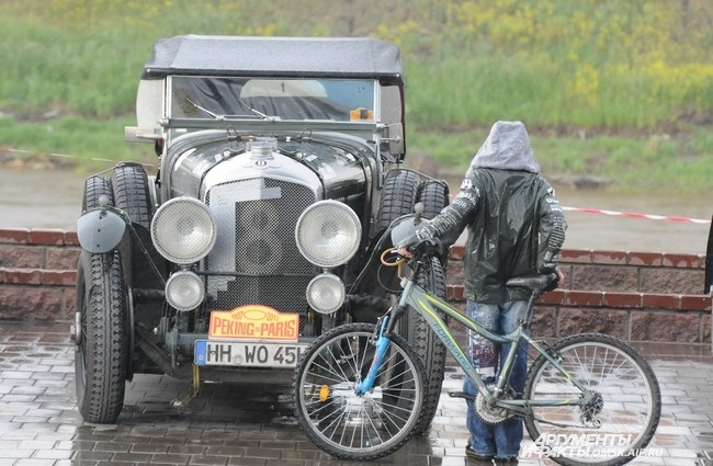 Даже ливень не отогнал истинных ценителей автомобилестроения