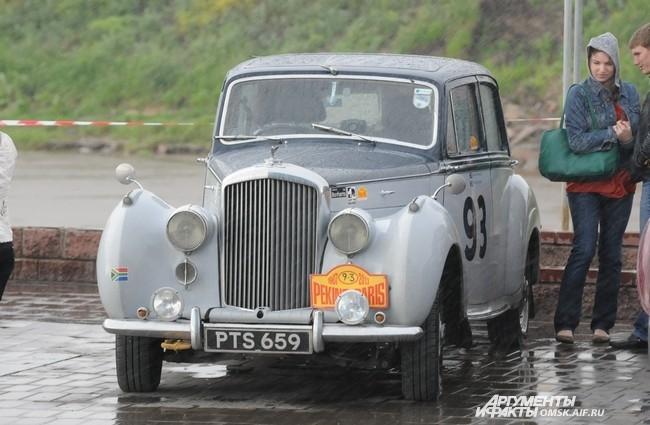 Омичи устраивали фотосессии на фоне старинных авто