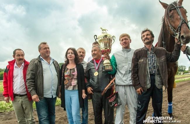 В Региональный Минсельхозпрод поступило предложение: провести в следующем году на омском ипподроме еще более крупные международные конные соревнования.